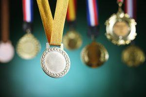 今一度確認しておきたい、受賞のお祝い(勲章・褒章など)のマナー
