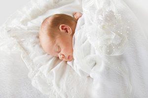 赤ちゃんの名前を皆に披露する「命名式」