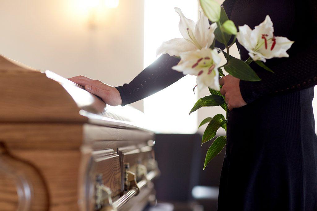 家族葬とは? 葬儀の流れ・基礎知識と注意点