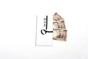 香典の金額の相場と名前の書き方・基本的なマナー