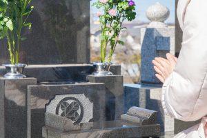 お墓参りいつ行くの? ご先祖様を供養する際のマナー