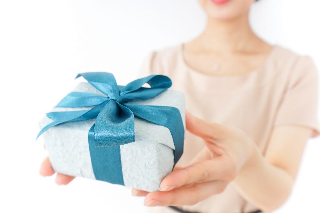 二人の幸せを願って贈る品物が結婚祝い