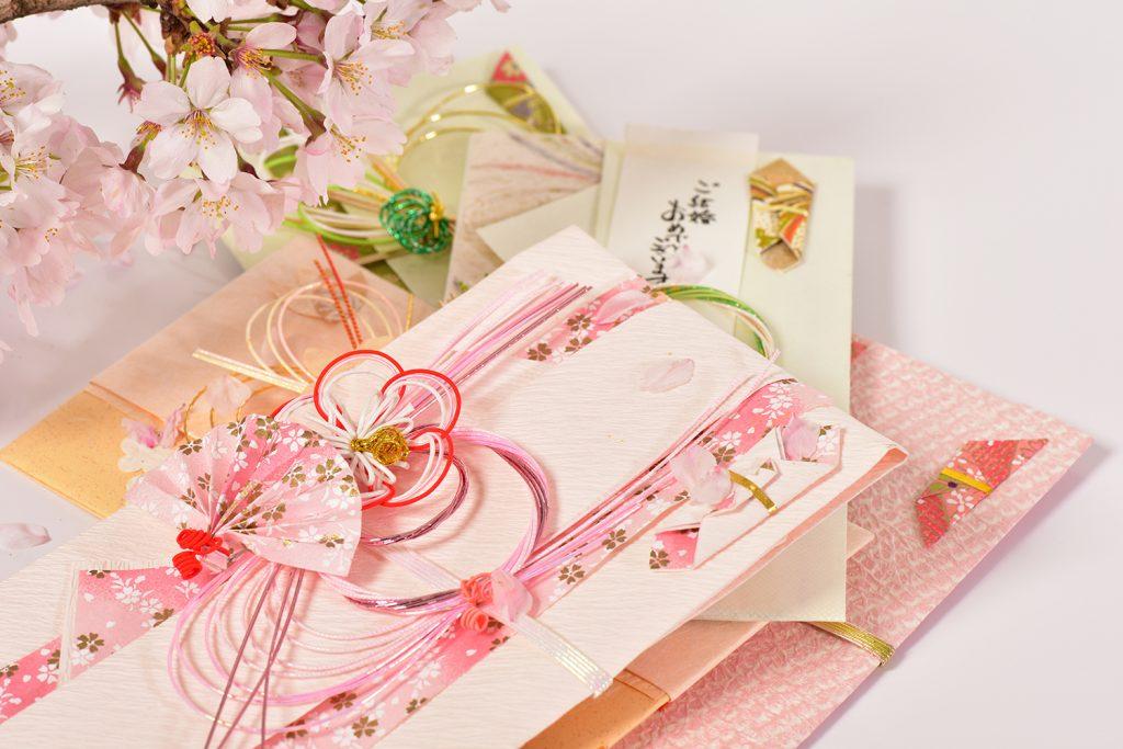 【年代別】結婚式のご祝儀相場と用意する際の注意点